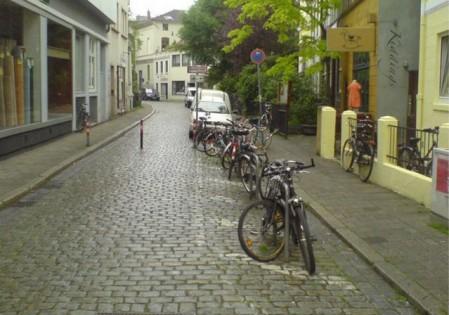 Elkülönített bicikli parkolóhely