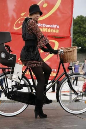 Ki mondta, hogy a bringás nem lehet divatos?!