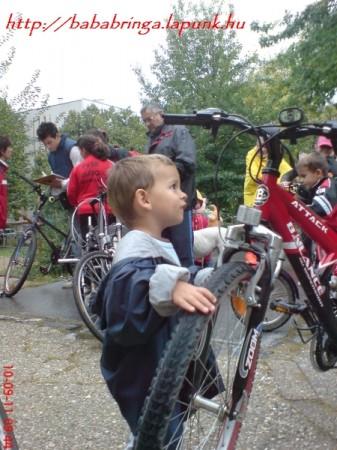 Kis emberek, nagy lehetőségek. Kép a 2010. őszi gördülésről (Mezőszél suli) (a megszűnt honlapcímmel a kép tetején)