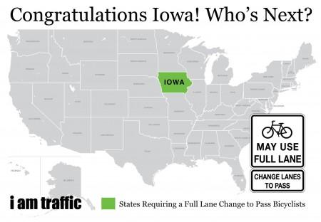 Iowa államban a teljes sáv a bringázóké is, akinek nem tetszik,hajtson másfelé. A világ errefelé halad.