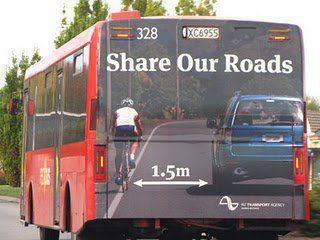 Működő közösségi közlekedésben nem pancsolt A4 füzetlap a járatszám, hanem korrekt informálás folyik