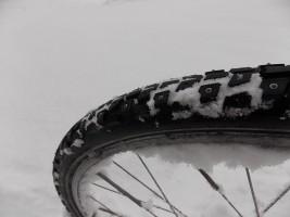 A hóban a borda, a jégfolton a szegecs tart (szerző felvétele)