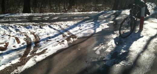 Árva poller csakis és kizárólag a kerékpárosok akadékában (2011. február)